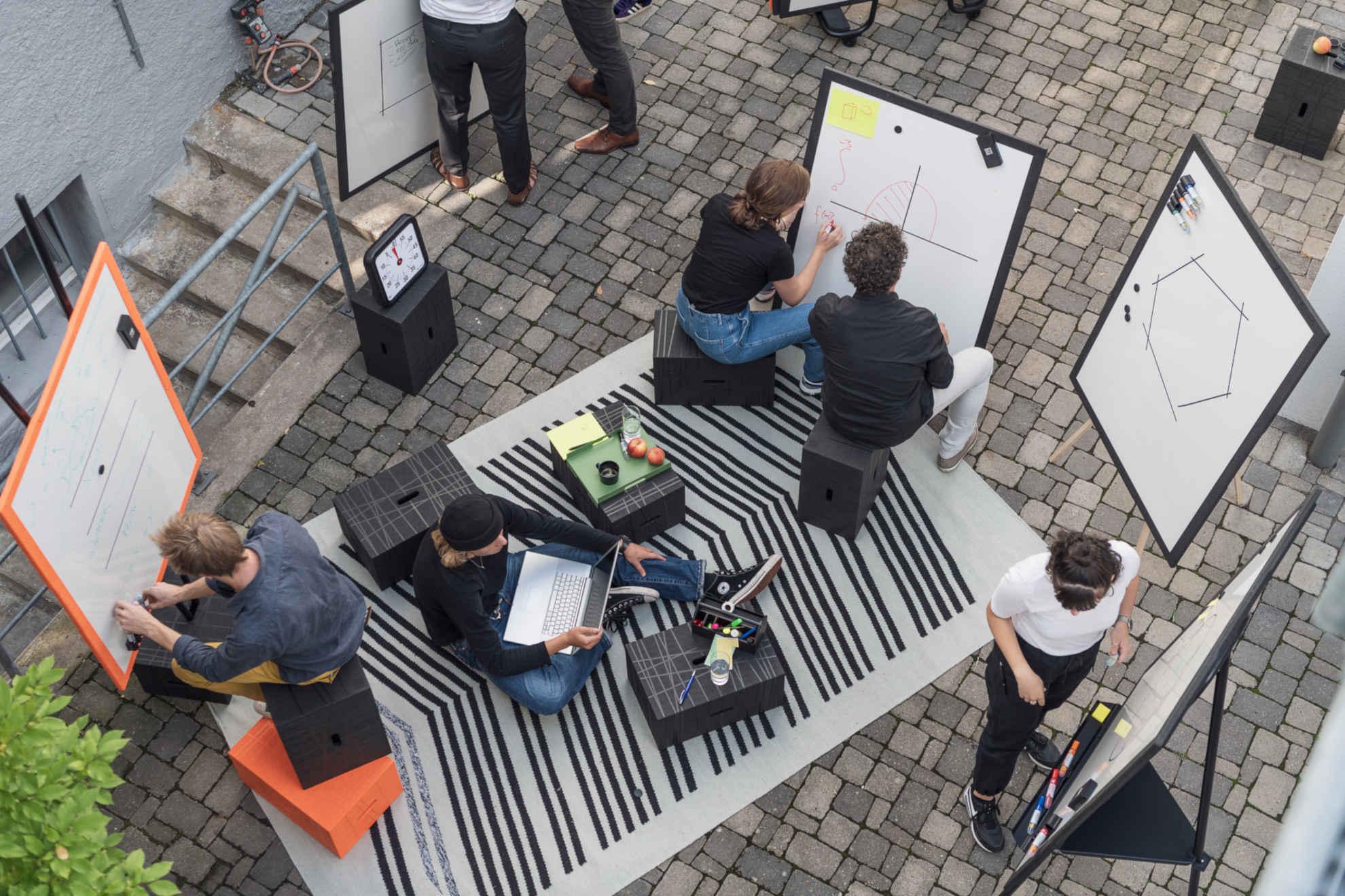 Sitzwürfel Xbrick - agiles Büromöbel für kreative Arbeit