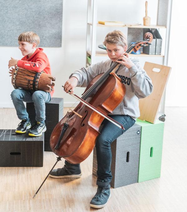 Der Xbrick in Musikschulen als moderne Sitzmöglichkeit