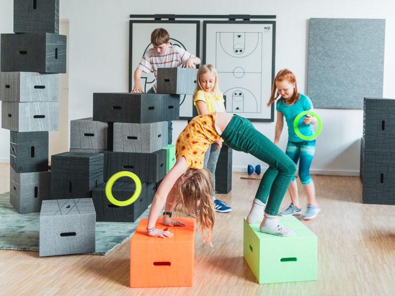 Xbrick Training für Kinder mit dem Kinderhocker