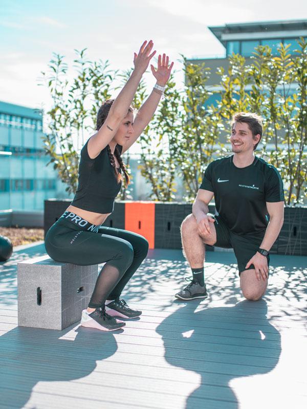 Xbrick Workout - Squats auf dem Sitzwürfel